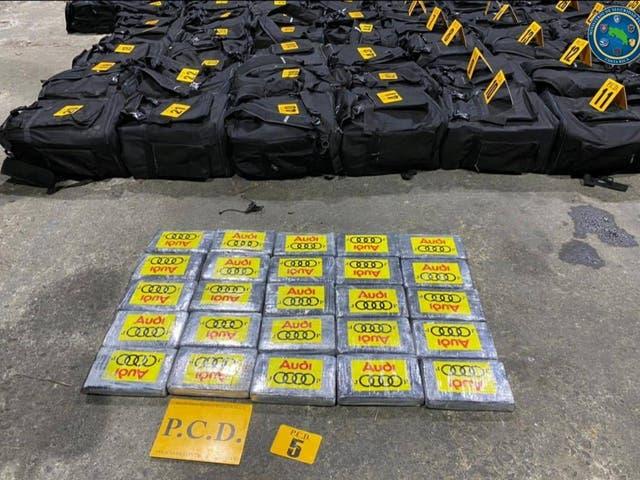 <p>Paquetes que contienen cocaína incautados durante un operativo de la Policía de Control de Drogas donde se encontraron 4,3 toneladas de cocaína escondidas dentro de contenedores transportados en un barco desde Colombia en la costa caribeña de Moín, se muestran en Limón, Costa Rica, en esta fotografía sin fecha obtenida por Reuters el 18 de julio de 2021. Ministerio de Seguridad Pública / Folleto vía REUTERS ATENCIÓN EDITORES - ESTA FOTO FUE PROPORCIONADA POR UN TERCERO. NO HAY REVENTAS. SIN ARCHIVOS</p>