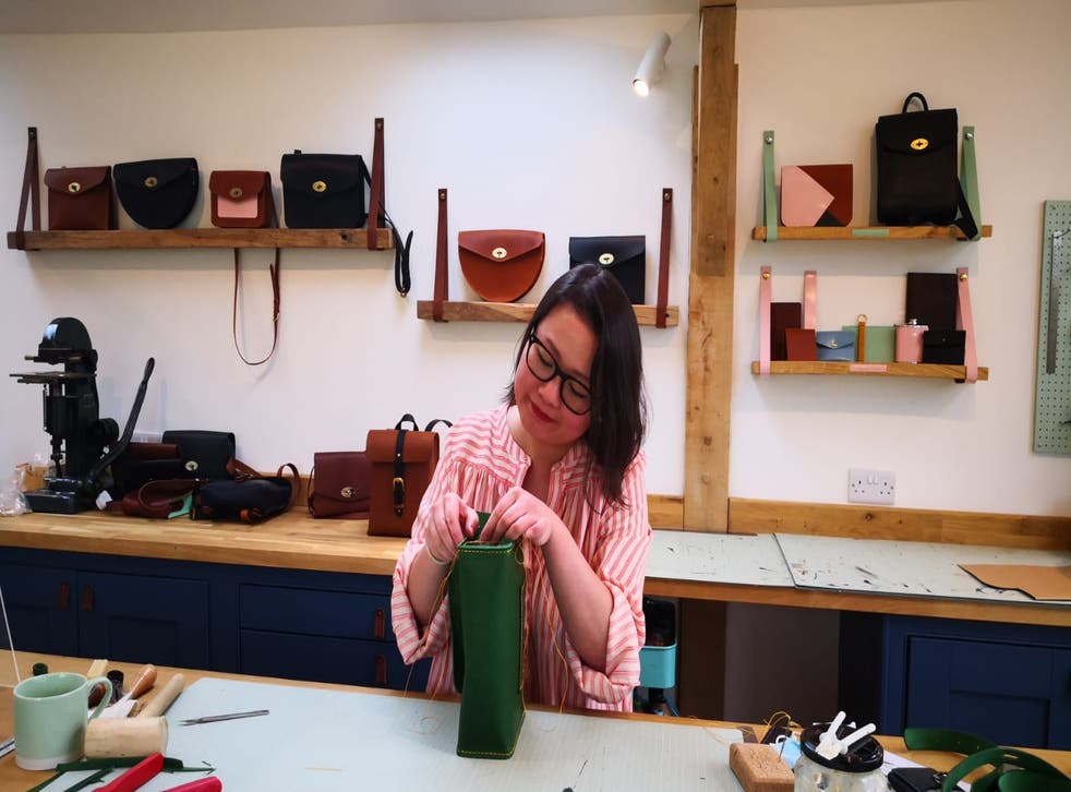 <p>A Mulberry bag... or Qin's own design?</p>