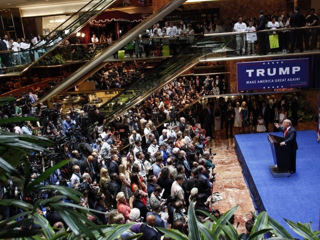 <p>Donald Trump anuncia su candidatura a la presidencia en la carrera presidencial de 2016, durante un evento en la Torre Trump en la Quinta Avenida de la ciudad de Nueva York el 16 de junio de 2015.</p>