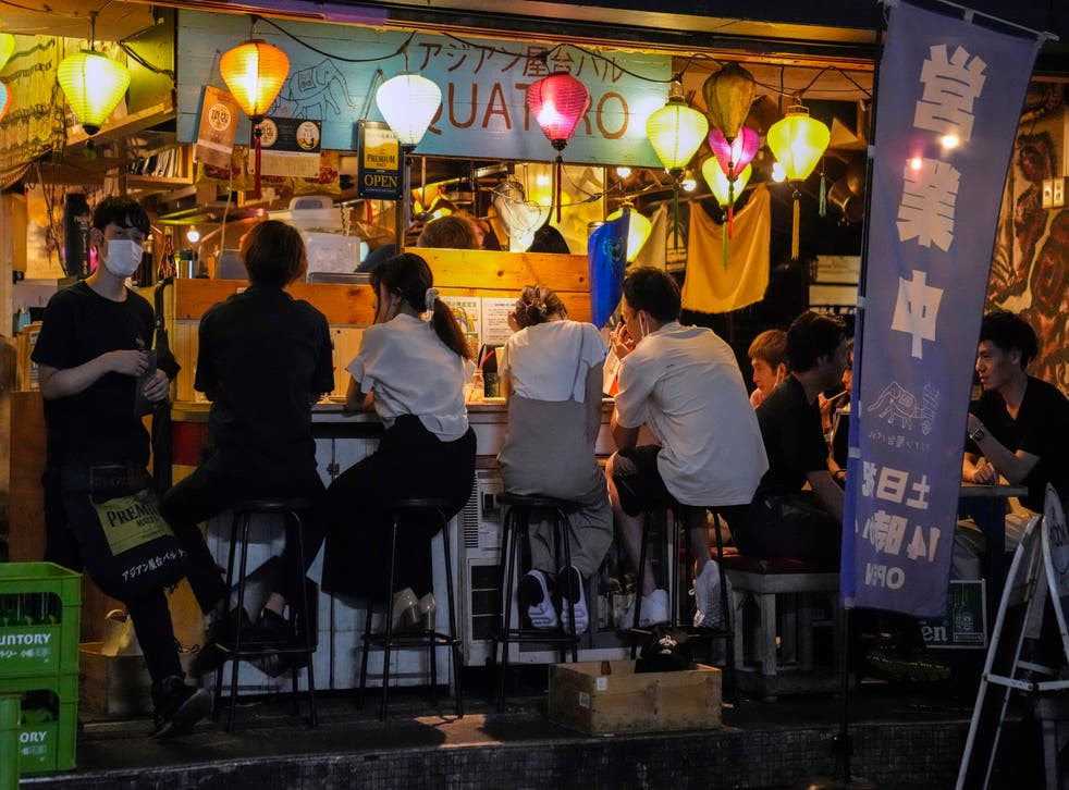 <p>People gather at a bar despite a government-imposed 8pm closing time for restaurants and bars under Tokyo's fourth state of emergency</p>