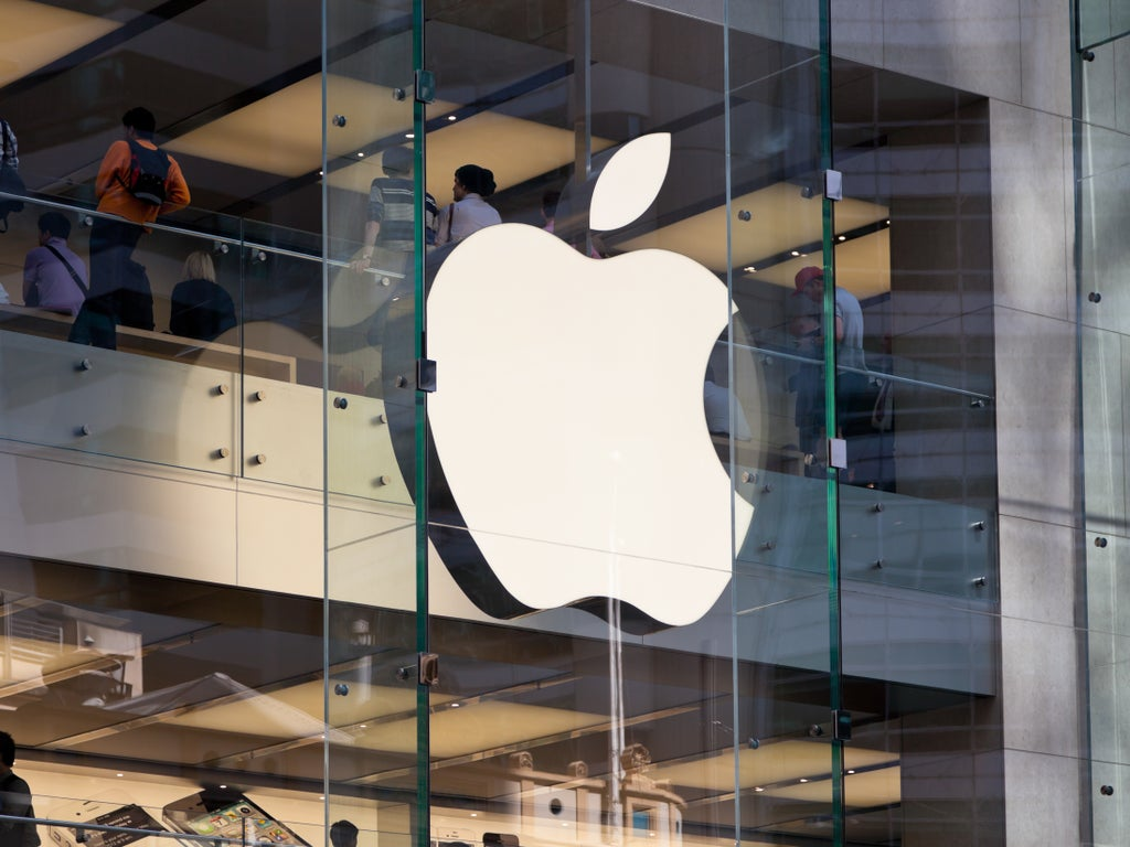 Apple delays return to office for workers and keeps masks for staff in stores