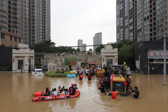 <p>Rescue workers evacuate residents from a flooded residential compound in Zhengzhou, Henan province, on 22 July, 2021</p>