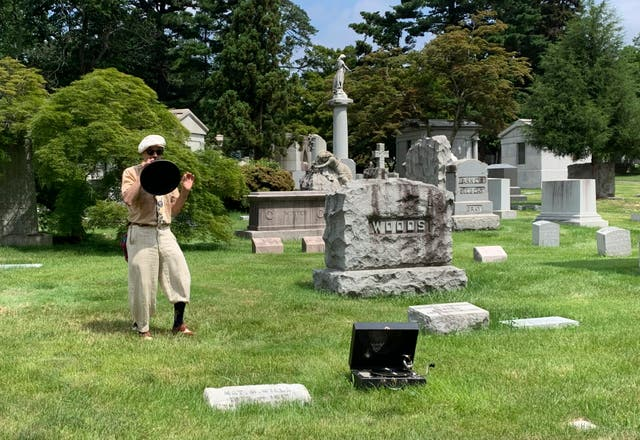 Travel - Woodlawn Cemetery