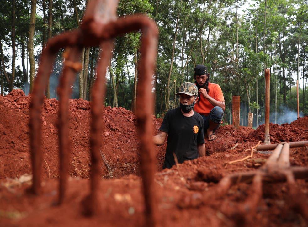 Indonesia Gravediggers Photo Gallery