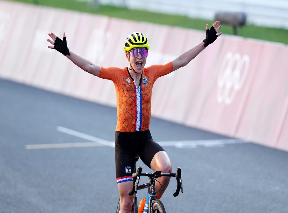 <p>Silver lining: Van Vleuten believes she has won gold... but 'forgotten' Kiesenhofer had crossed the finish line more than a minute earlier</p>