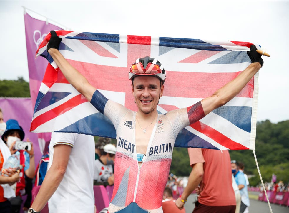 <p>Tom Pidcock celebrates after clinching mountain bike gold</p>