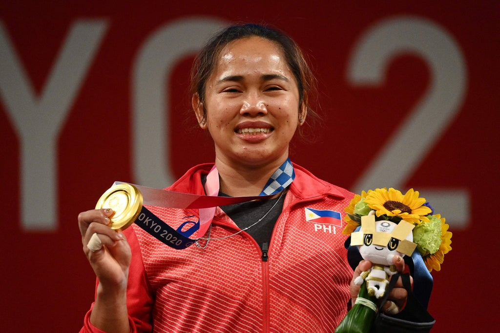 Philippines weightlifter forced to train with water bottles cries as she wins country's first gold
