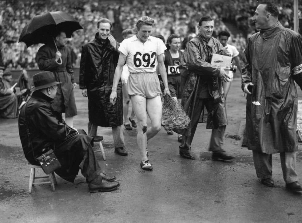 <p>Blankers-Koen leaving the track at Wembley Stadium after winning 200m gold</p>