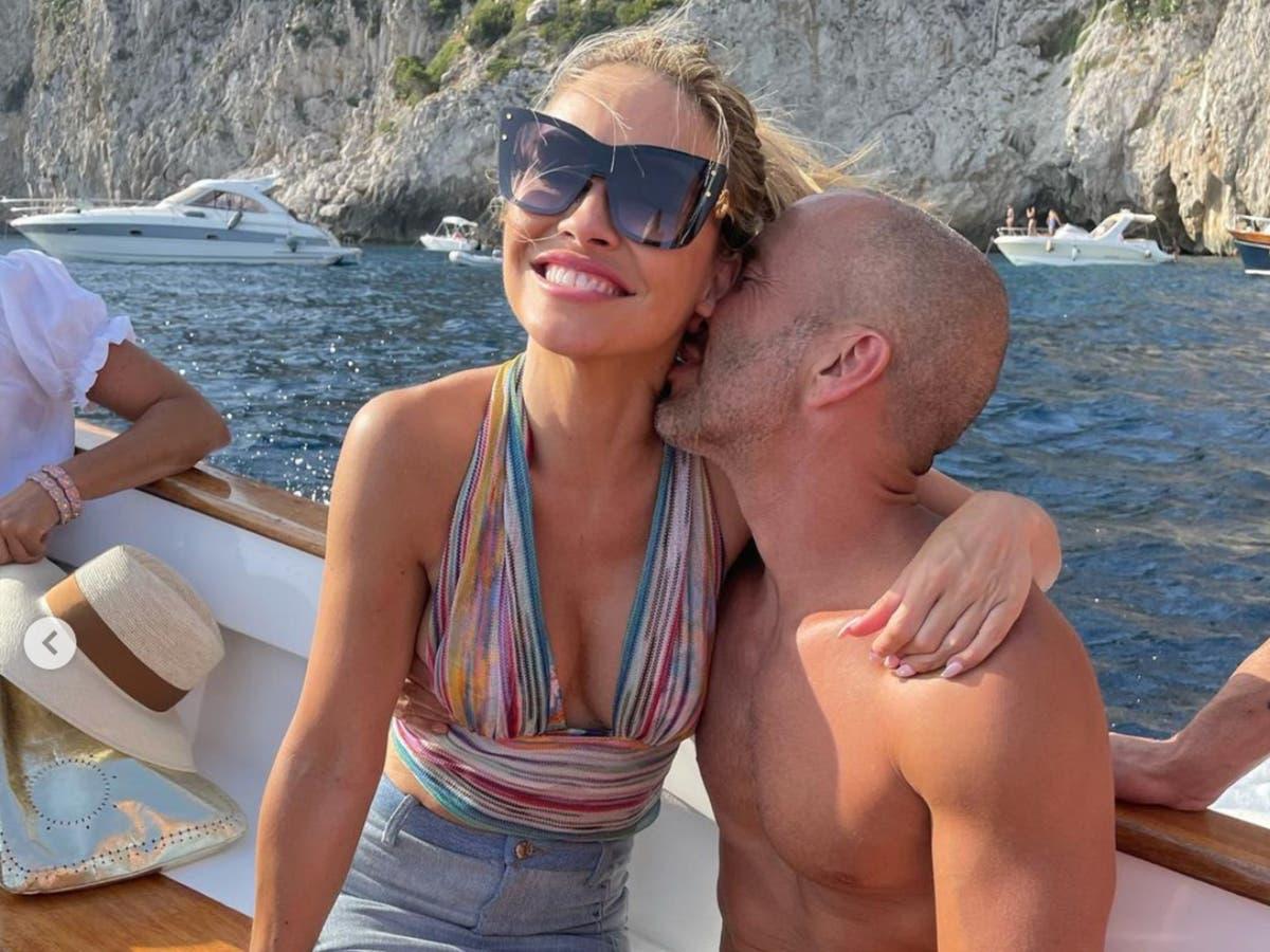 Selling Sunset's Chrishell Stause confirms she's dating her boss, Jason Oppenheim thumbnail
