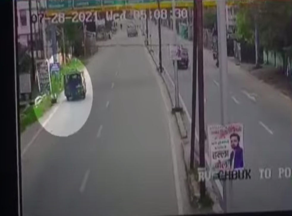 """<p>A day after a Jharkhand judge was hit by an auto-rickshaw, Supreme Court has called for an urgent investigation into the matter. A CCTV footage has revealed that the vehicle had """"deliberately"""" hit the judge while he was on his morning run. Screengrab. </p>"""