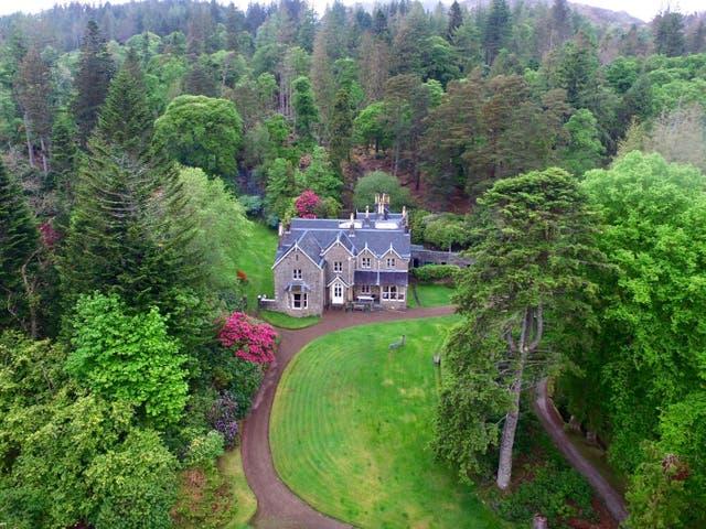 <p>The main house at Eilean Shona</p>