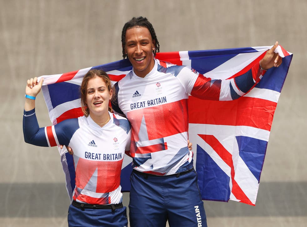 <p>Gold medalist Bethany Shriever of Team Great Britain and silver medalist Kye Whyte</p>