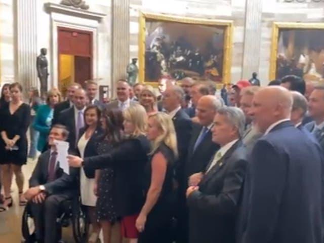 Los miembros republicanos de la Cámara se reunieron en el Senado después de que el médico jefe del Congreso instó a los legisladores a reanudar el uso de máscaras.