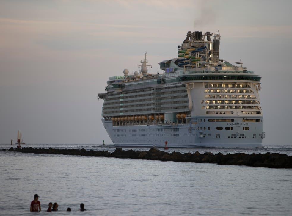 Seis pasajeros a bordo de un barco de Royal Caribbean Cruis dieron positivo por Covid-19