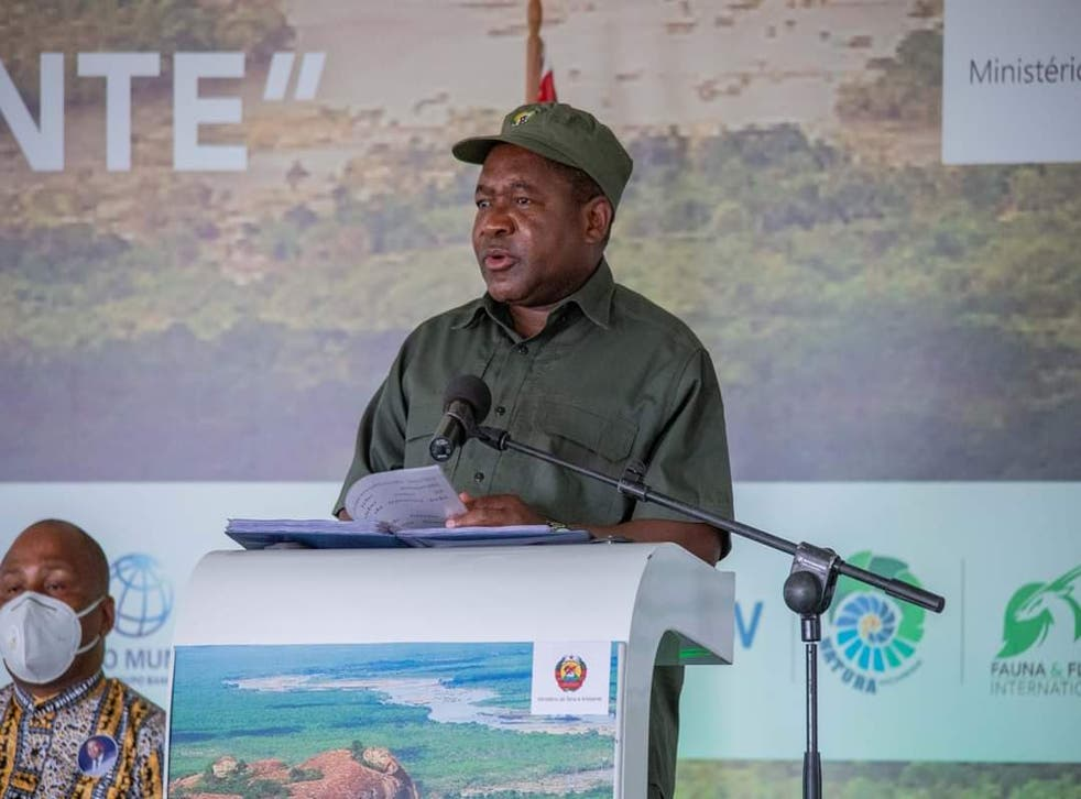 <p>President Nyusi at The Giants Club signing ceremony in Niassa Special Reserve</p>