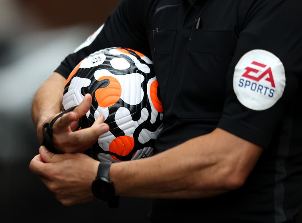 <p>Modern footballs are said to be no better for reducing head injuries </p>