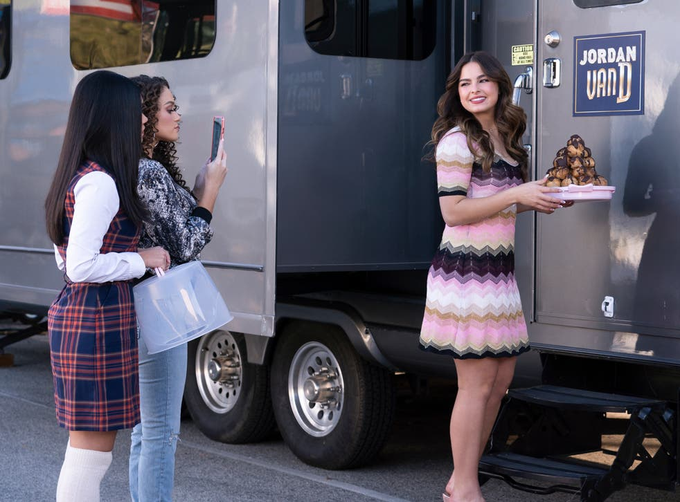 <p>Myra Molloy, Madison Pettis, and Addison Rae in 'He's All That'</p>