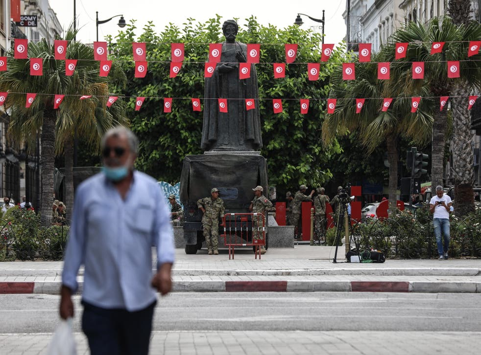 <p>Tunisian army monirots the main street Habib Bourguiba, in Tunis</p>