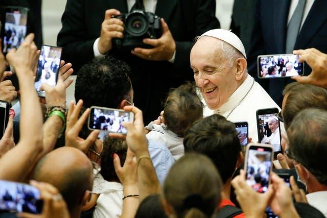 El Papa Francisco durante una de su audiencia general después de la cirugía de colon