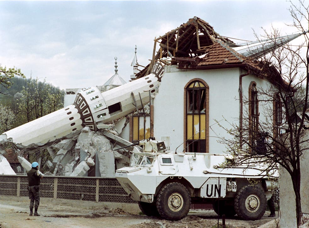 <p>UN French troops patrol in front of the destroyed mosque of Ahinici, near Vitez, northwest of Sarajevo, 27 April 1993 </p>