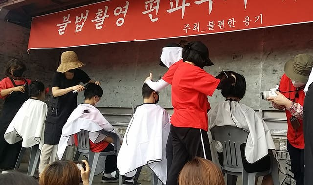 <p>South Korean women having their heads shaved during a protest against secretly-filmed spycam pornography in Seoul</p>