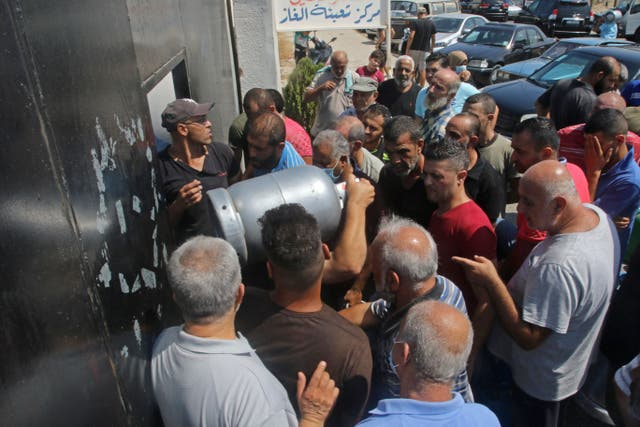 <p> Lebanese wait to fill their gas cylinders in the southern city of Sidon amidst a deepening economic crisis</p>
