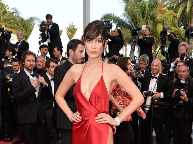 Bella Hadid reflexiona sobre la apariencia de la alfombra roja por la que se siente 'avergonzada'