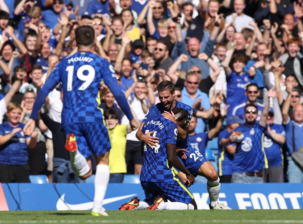 <p>Trevoh Chalobah (centre) scored a stunner on his debut</p>