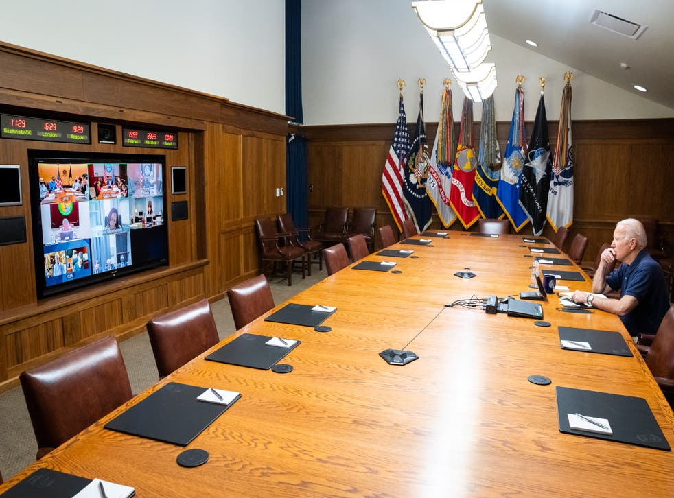 <p>A photo showing Joe Biden meeting with his national security team sparked theories about why the clocks were wrong.</p>