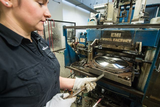 <p>The Vinyl Factory's Aga Dolega-Lawry inserts a new master of 'Definitely Maybe' by Oasis into the pressing machine at the UK's largest vinyl pressing plant</p>