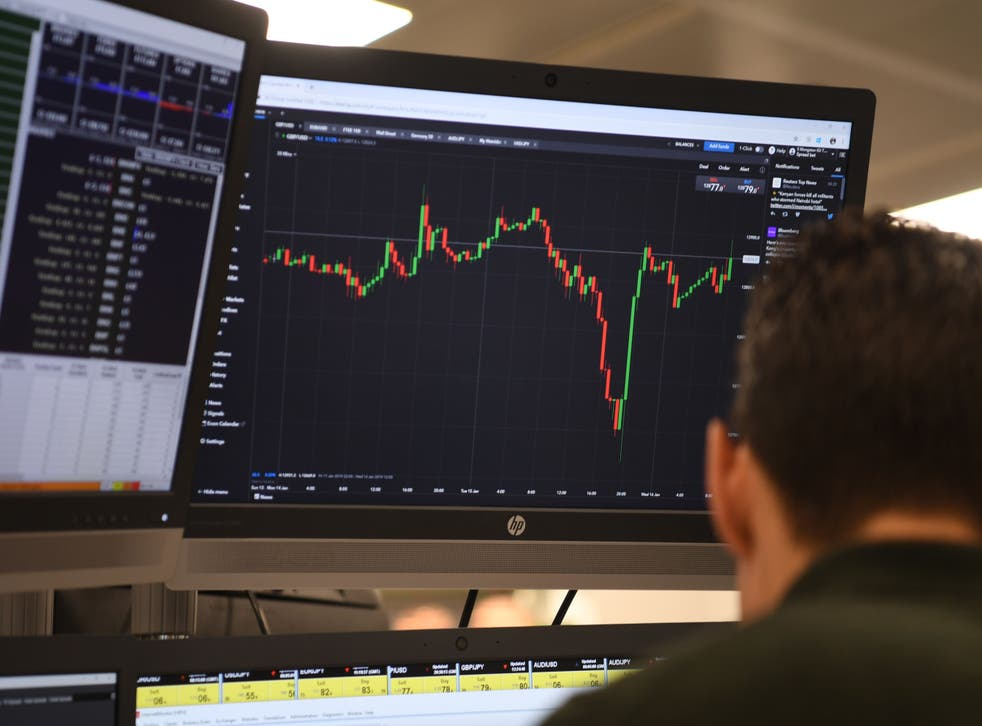 <p>FTSE 100 saw a major fall on Thursday as commodity stocks are hit worldwide  </p>