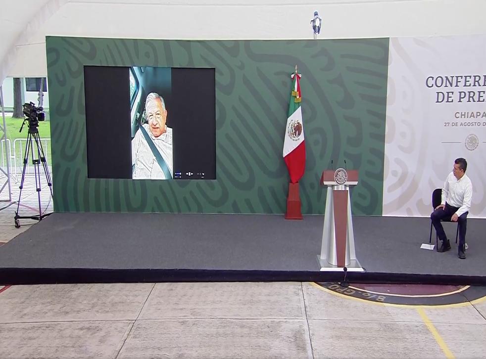 <p>Mientras López Obrador seguía imposibilitado para acceder al recinto, el gobernador de Chiapas, Rutilio Escandón, dio inicio a la Mañanera y explicó la ausencia del mandatario.</p>