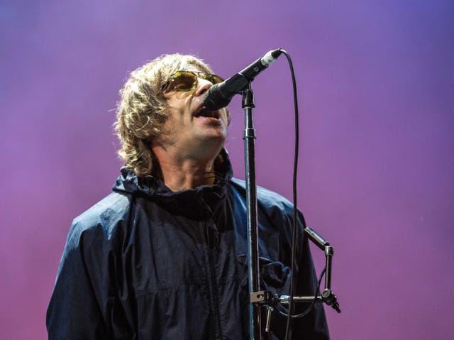 Liam Gallagher actuando en el Festival de Leeds