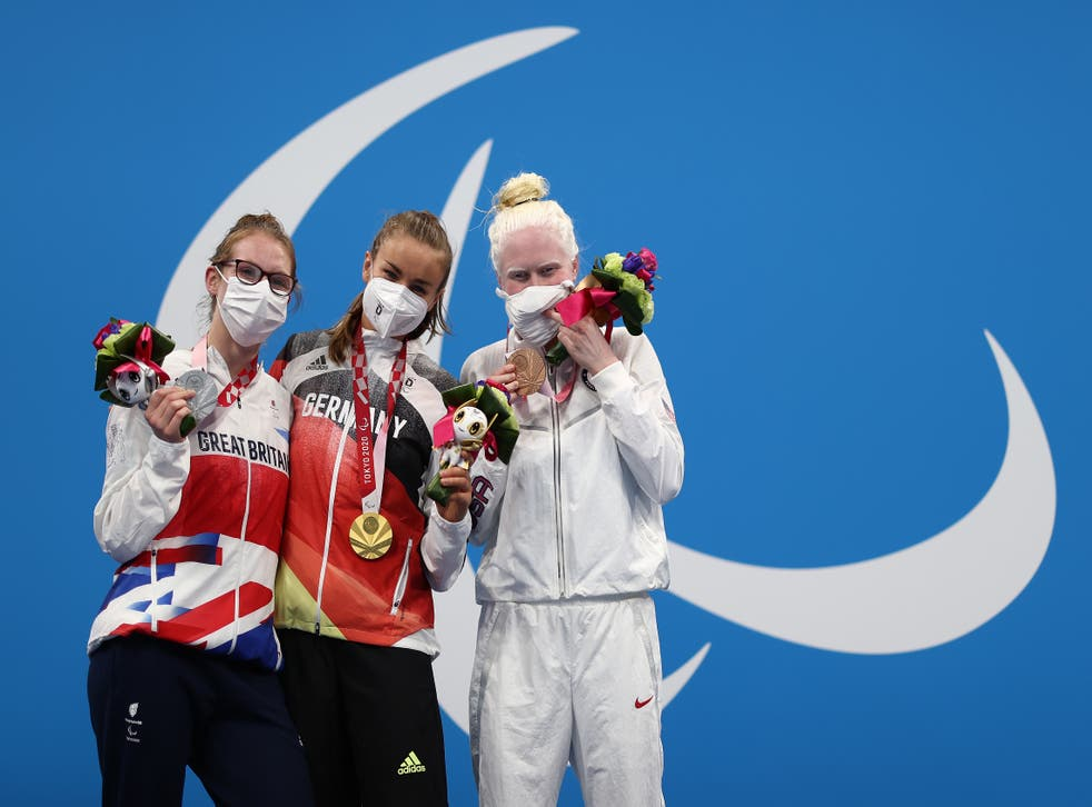 <p>Redfern, left, with Elena Krawzow of Germany, who took gold, and Colleen Young of USA, who took bronze </p>