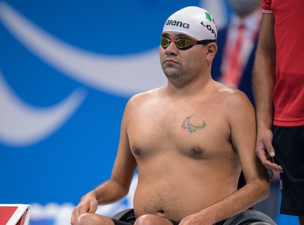 <p>Diego López Díaz se prepara al inicio de la Final de Natación Masculina 150 m Medley Individual SM3 en el Centro Acuático de Tokio, Juegos Paralímpicos de Tokio 2020, Tokio, Japón, el sábado 28 de agosto de 2021.</p>