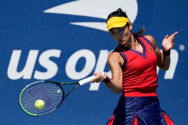 Emma Raducanu derrotó a Zhang Shuai para llegar a la tercera ronda del US Open (Seth Wenig / AP).