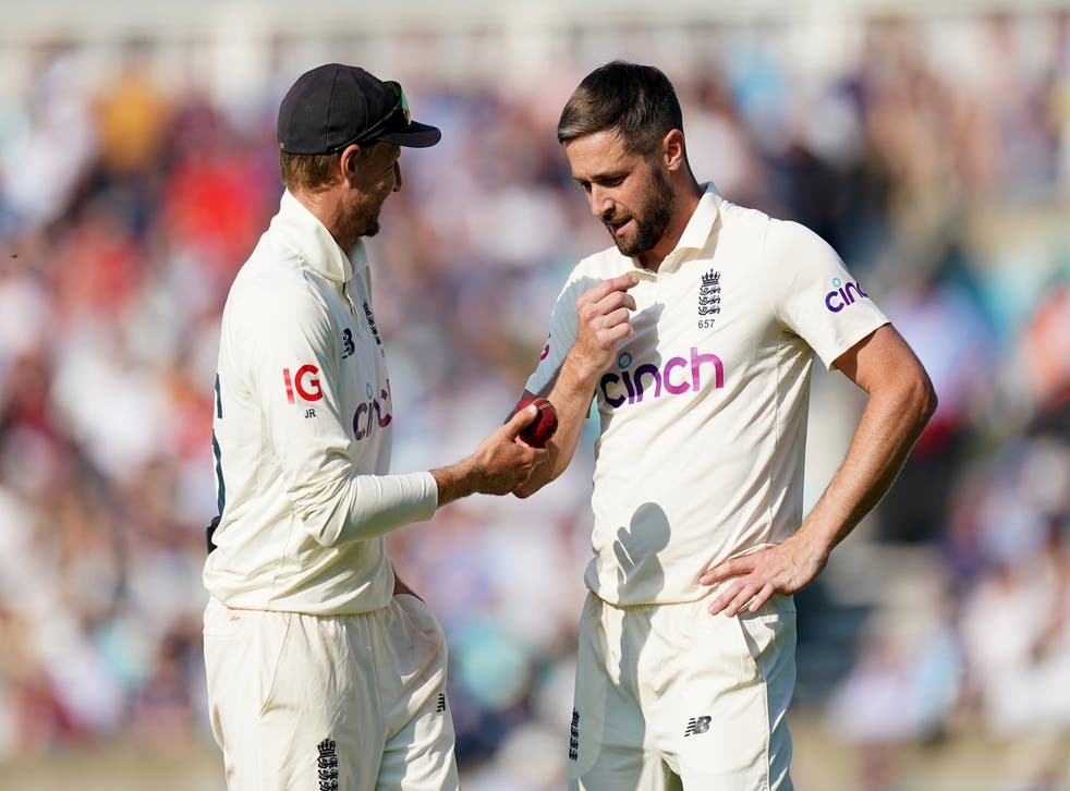 <p>Chris Woakes, right, with captain Joe Root</p>