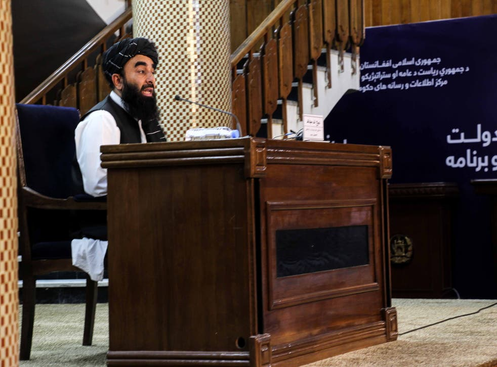 <p>Zabhiullah Mujahid, the Taliban spokesperson, talks with journalists as he announces the interim government and declaring the country as an Islamic Emirate, during a press conference in Kabul, Afghanistan</p>