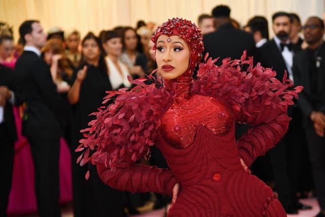 <p>Siempre que se lleve a cabo la Met Gala, hay ciertas pautas que se espera los asistentes sigan si desean permanecer en los invitados de Wintour.</p>