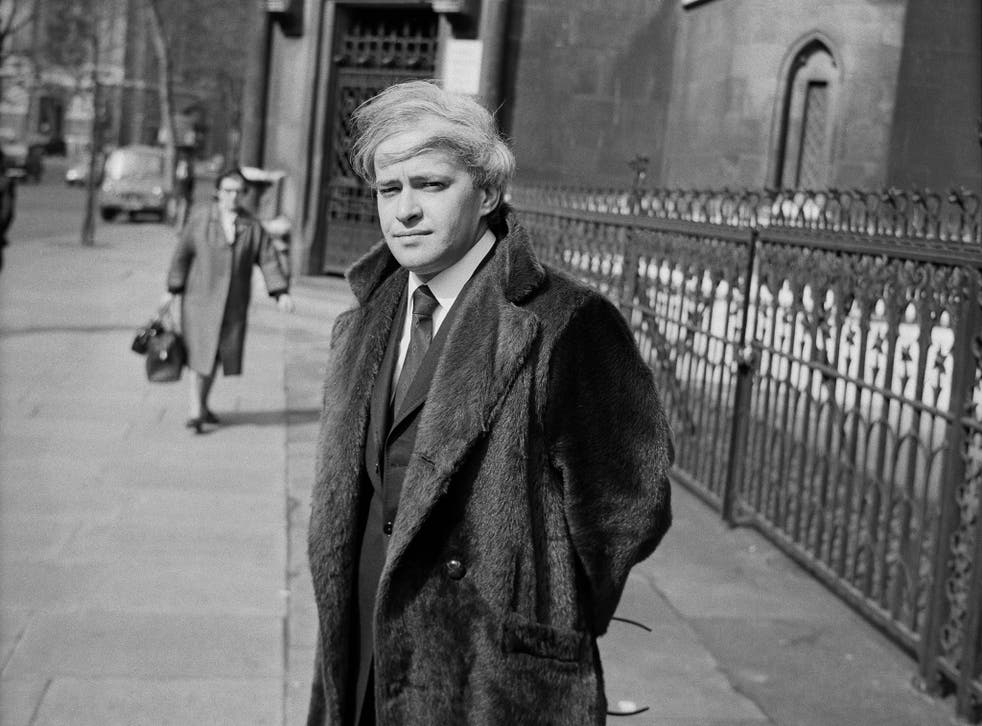<p>Stephen Vizinczey outside a court in London in 1971 </p>