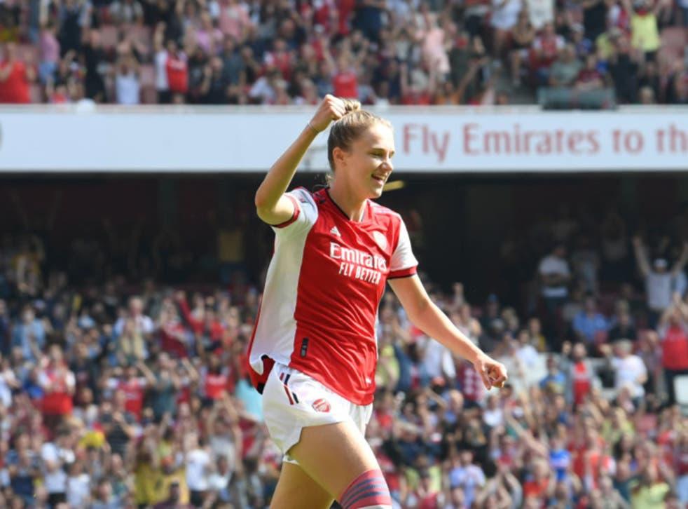<p>Vivianne Miedema celebrates scoring for Arsenal against Chelsea</p>