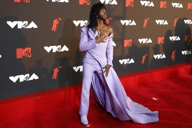 <p>Lil Nas X en la alfombra roja de los VMA.</p>