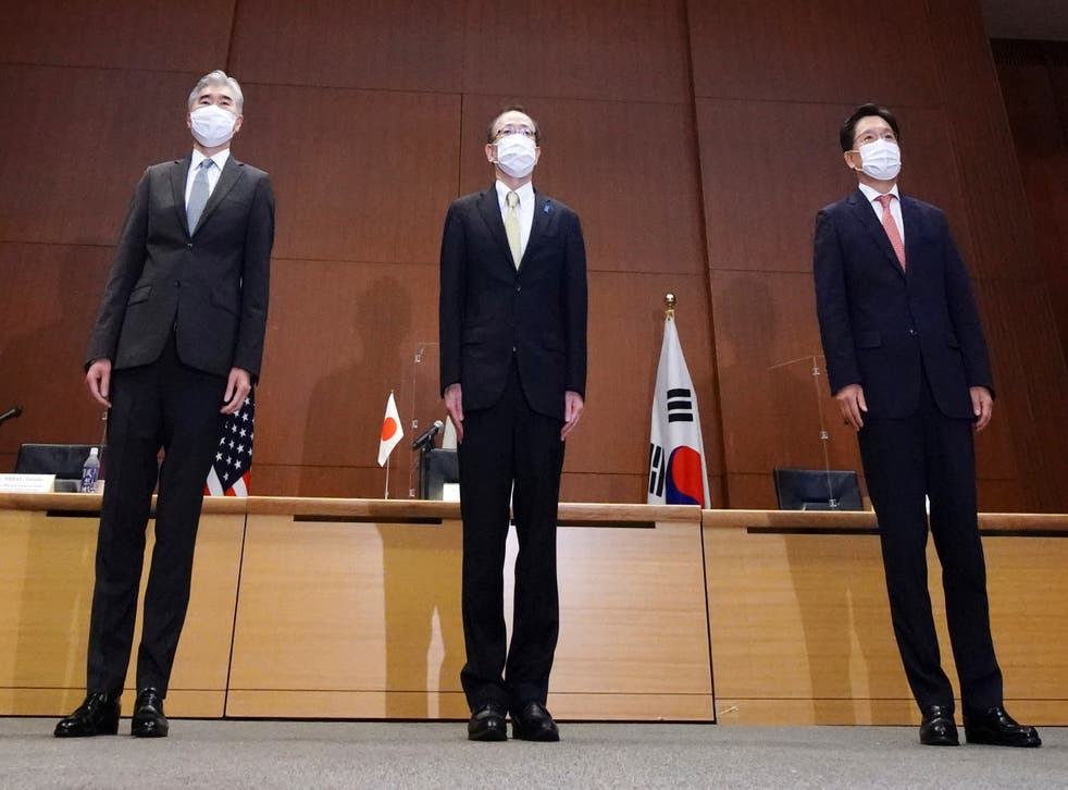 <p>Top Japan, centre, US, left and South Korea's, right, diplomat hold talks in Tokyo </p>
