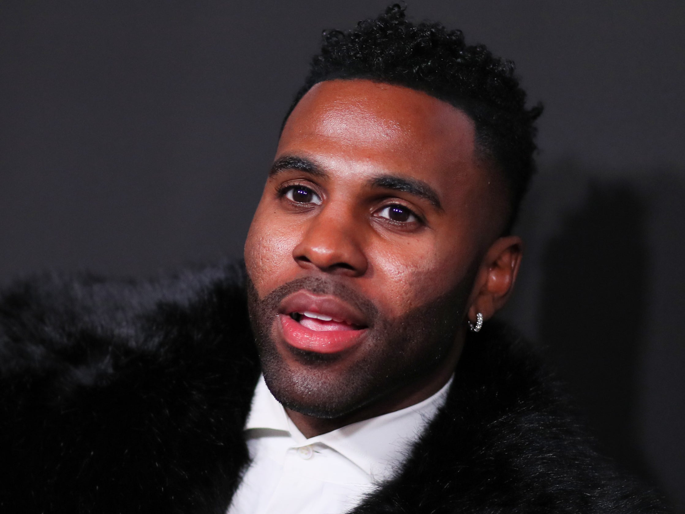 A brief history of the 'Jason Derulo has fallen down the stairs at the Met Gala' meme - indy100