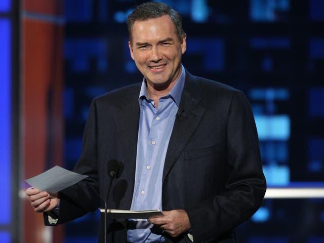 <p>Macdonald fue el anfitrión del segmento <em>Weekend Update</em> en SNL durante 1990. </p>