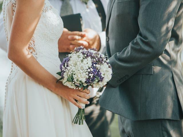 La novia y el novio dicen sus votos