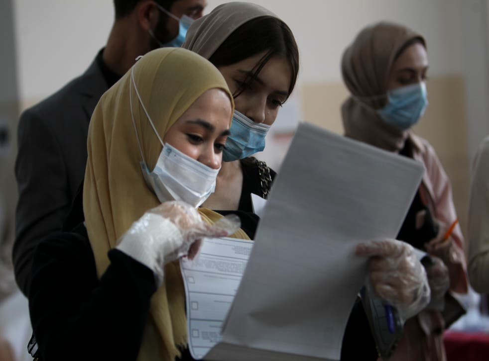 <p>Chechen women wait to fill in their ballots at a polling station during the elections in Grozny, Russia</p>
