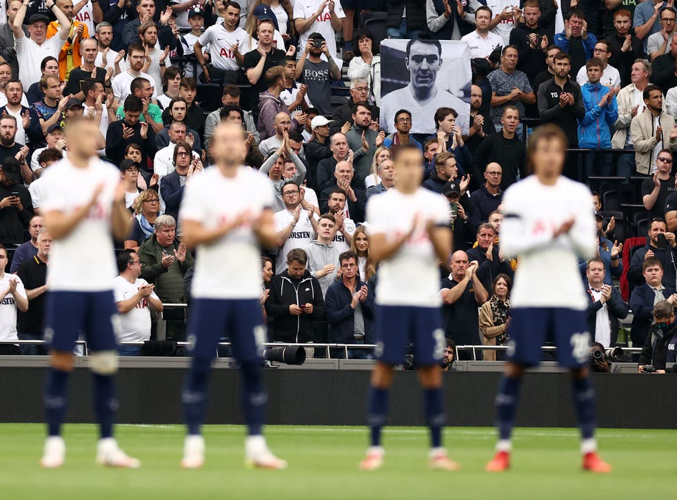 <p>Tottenham players and supporters applaud the life of Jimmy Greaves before kick-off</p>