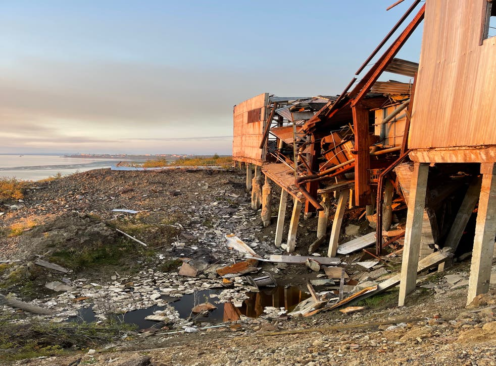 <p>A water treatment plant is unable to support itself above the thawing permafrost </p>