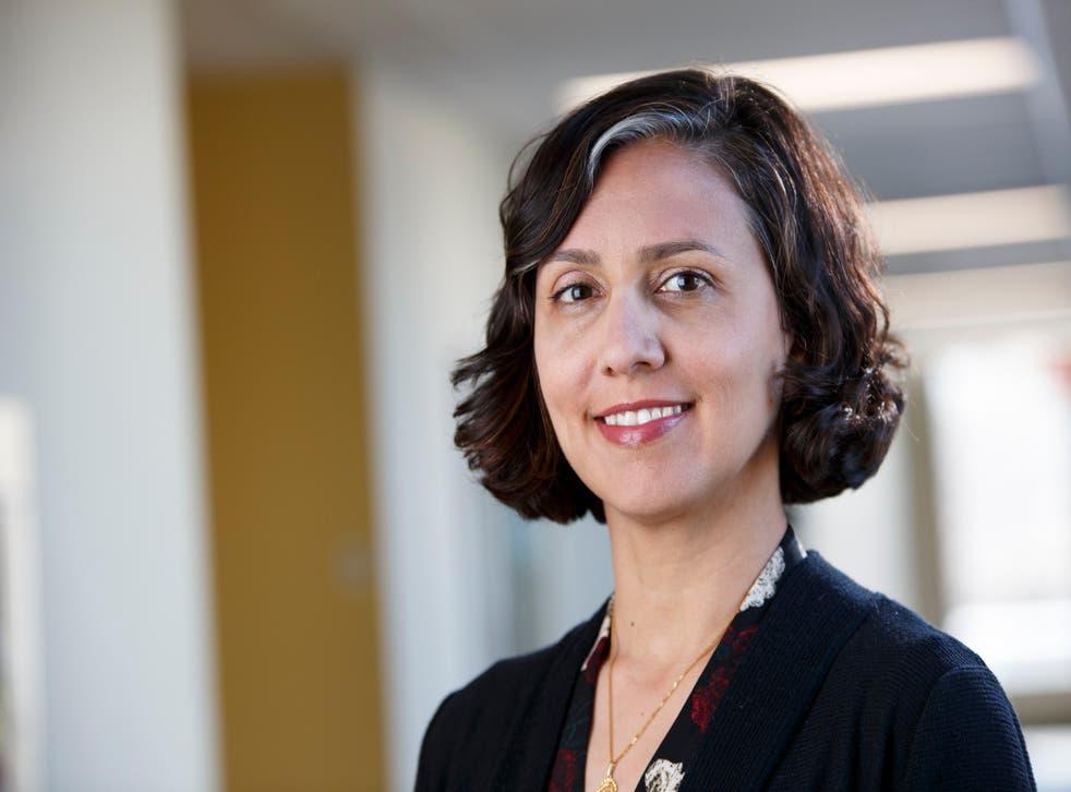 La Dra. Nadia Chaudhri, profesora de psicología en la Universidad de Concordia, está muriendo de cáncer de ovario